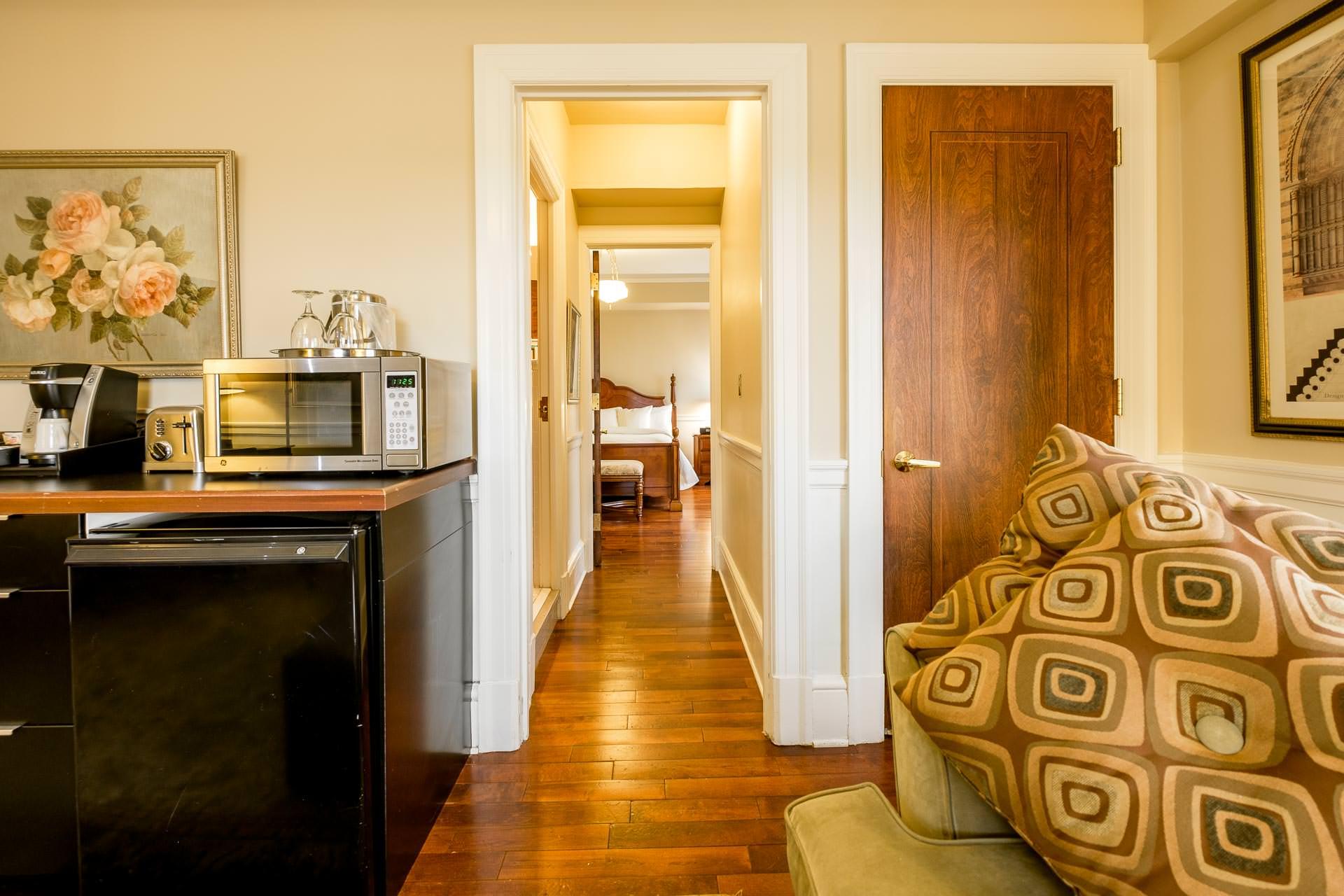 1103 Living Room 5.jpg