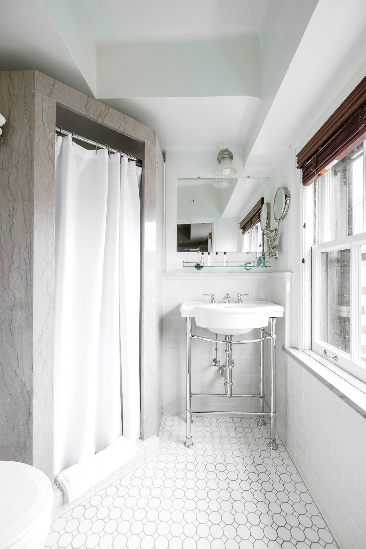 1112 Bathroom.jpg