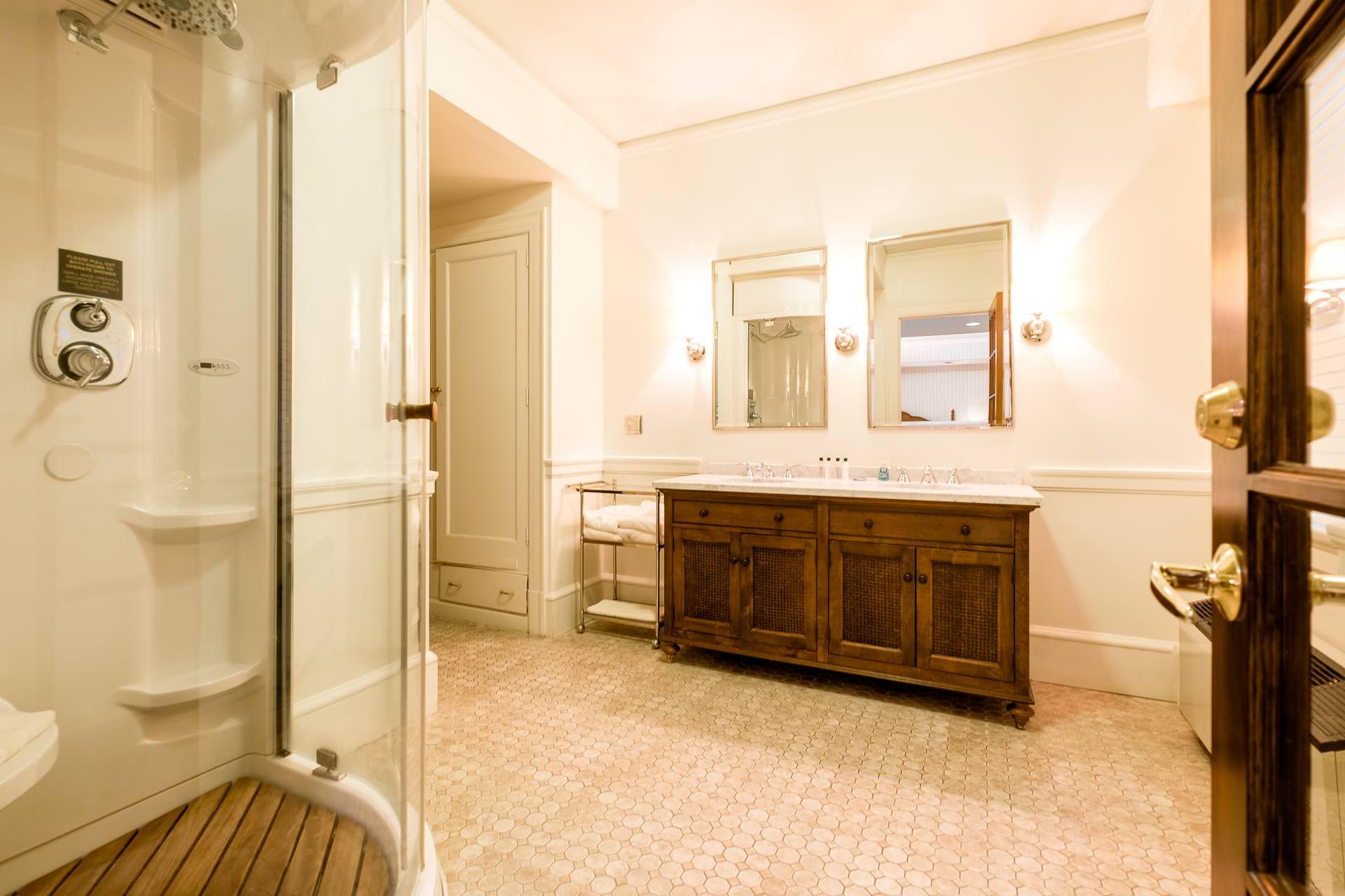1119 Bathroom HQ.jpg