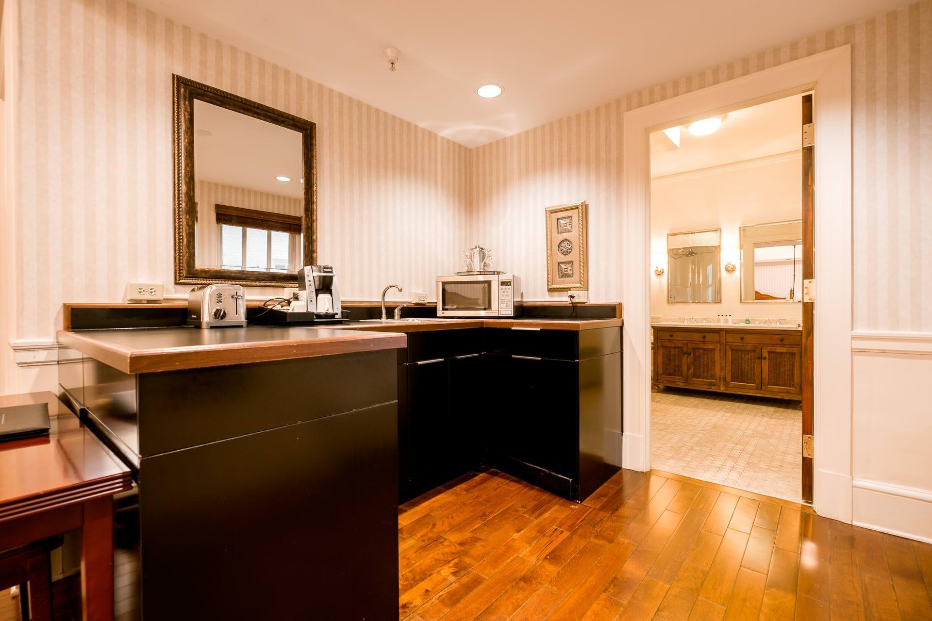 1119 Kitchenette Bathroom.jpg