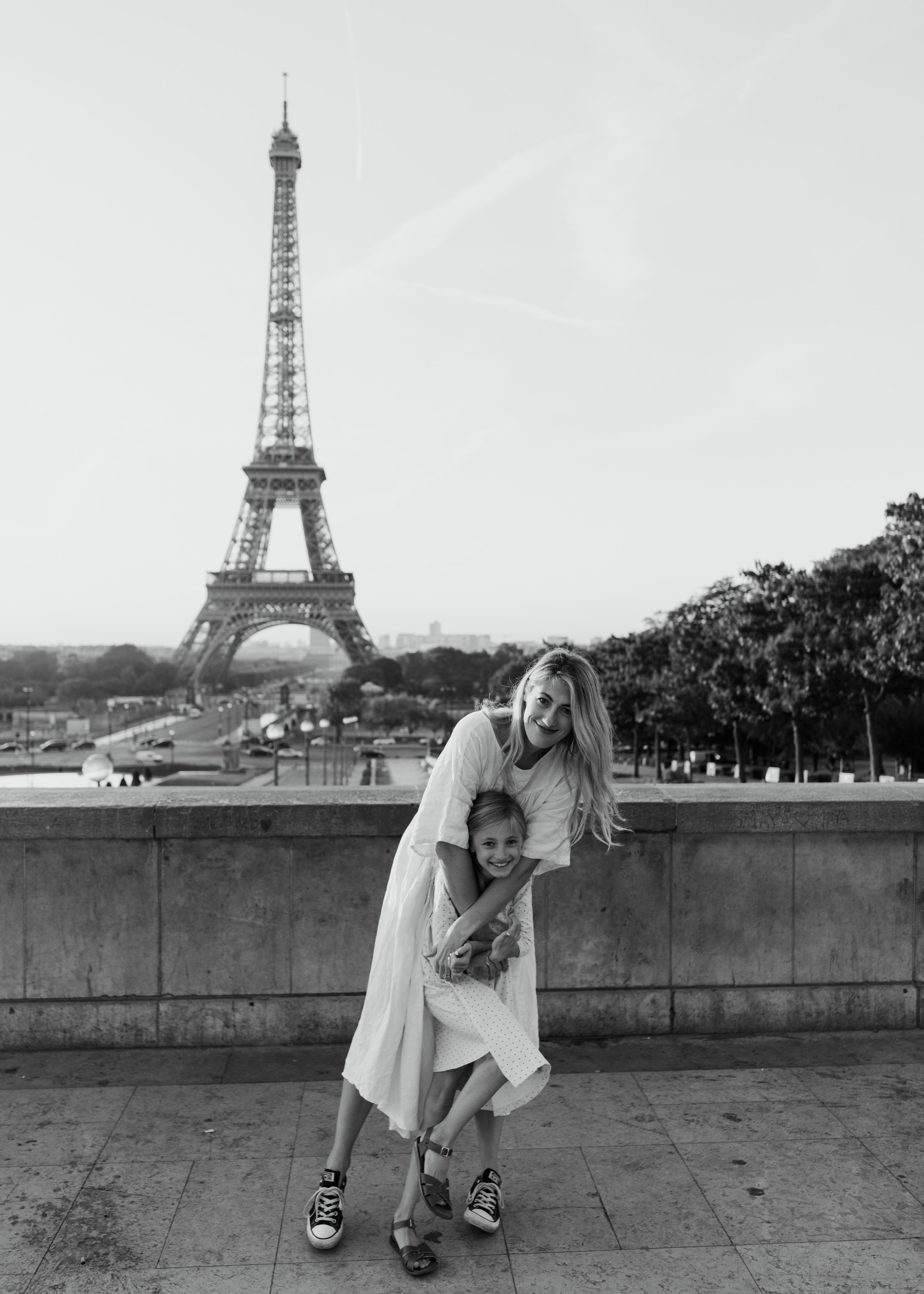 family photo shoot in paris