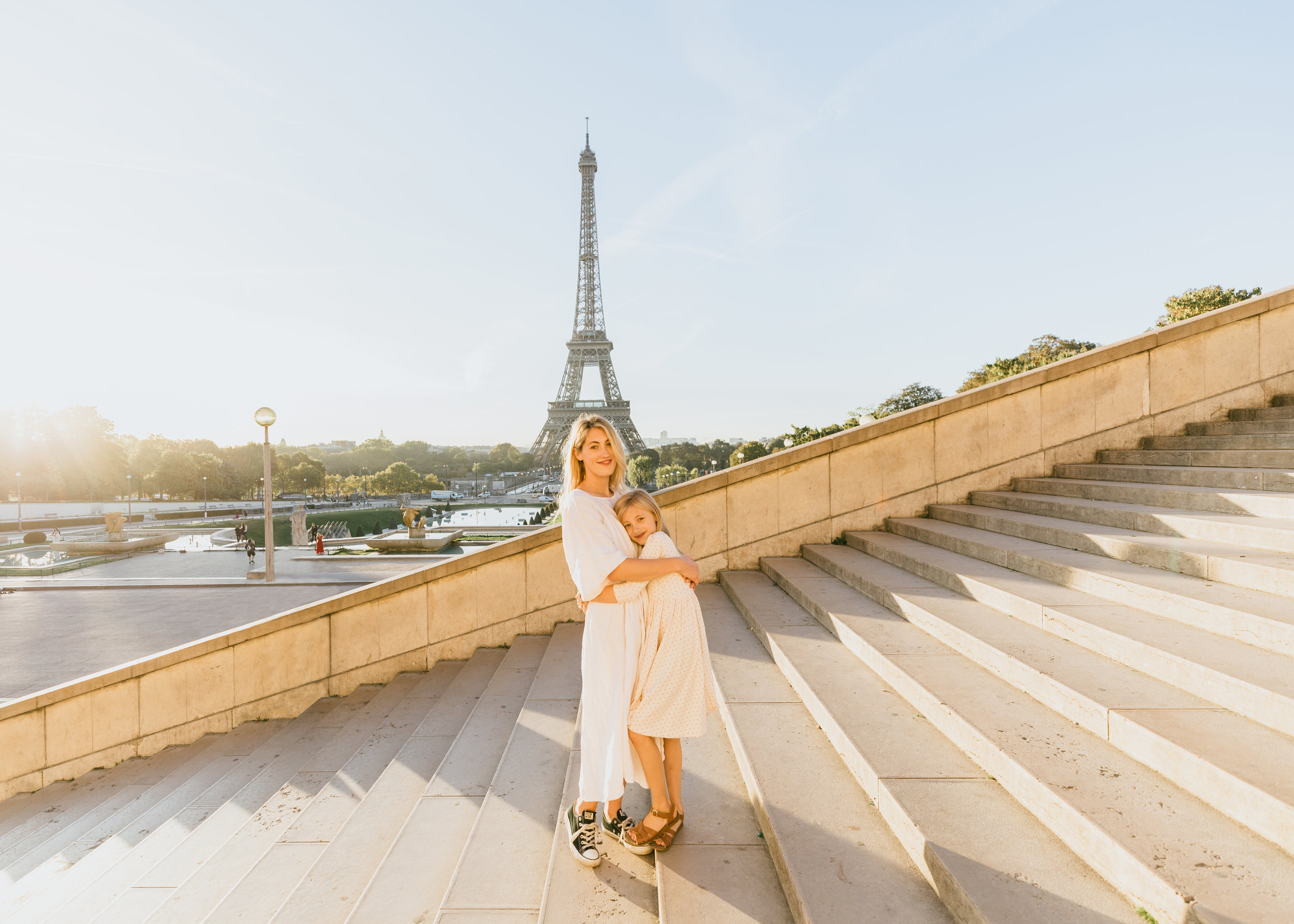 mother daughter photo shoot in paris lifestyle photographer