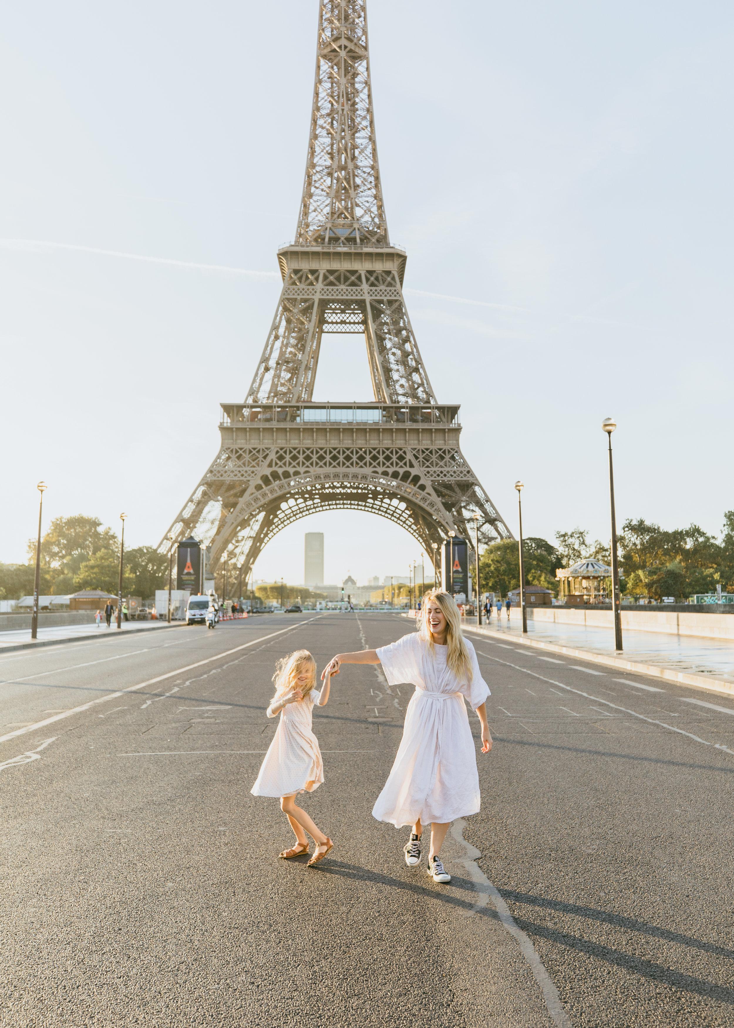mother daughter photo shoot in paris