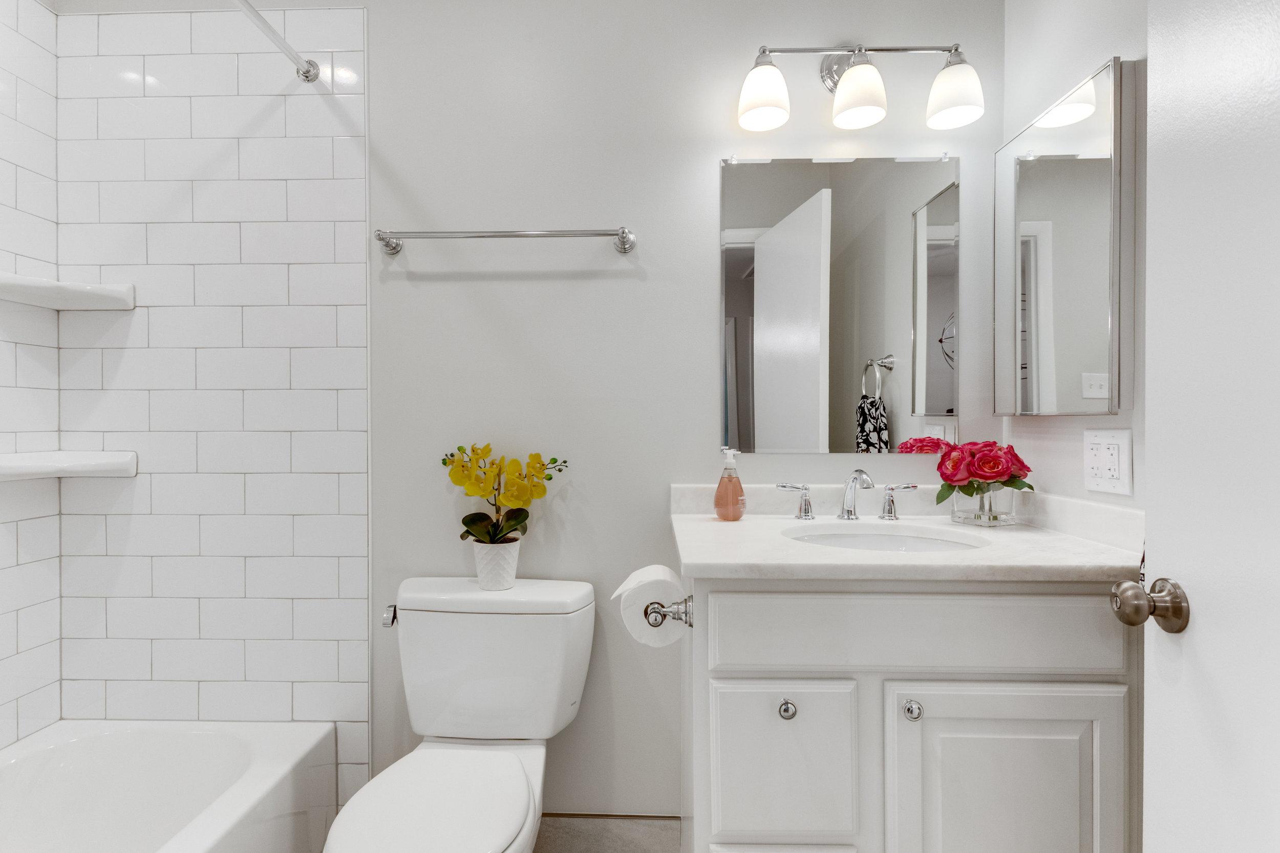 11718 Newbridge Ct Reston VA-print-054-56-Bathroom-4200x2800-300dpi.jpg