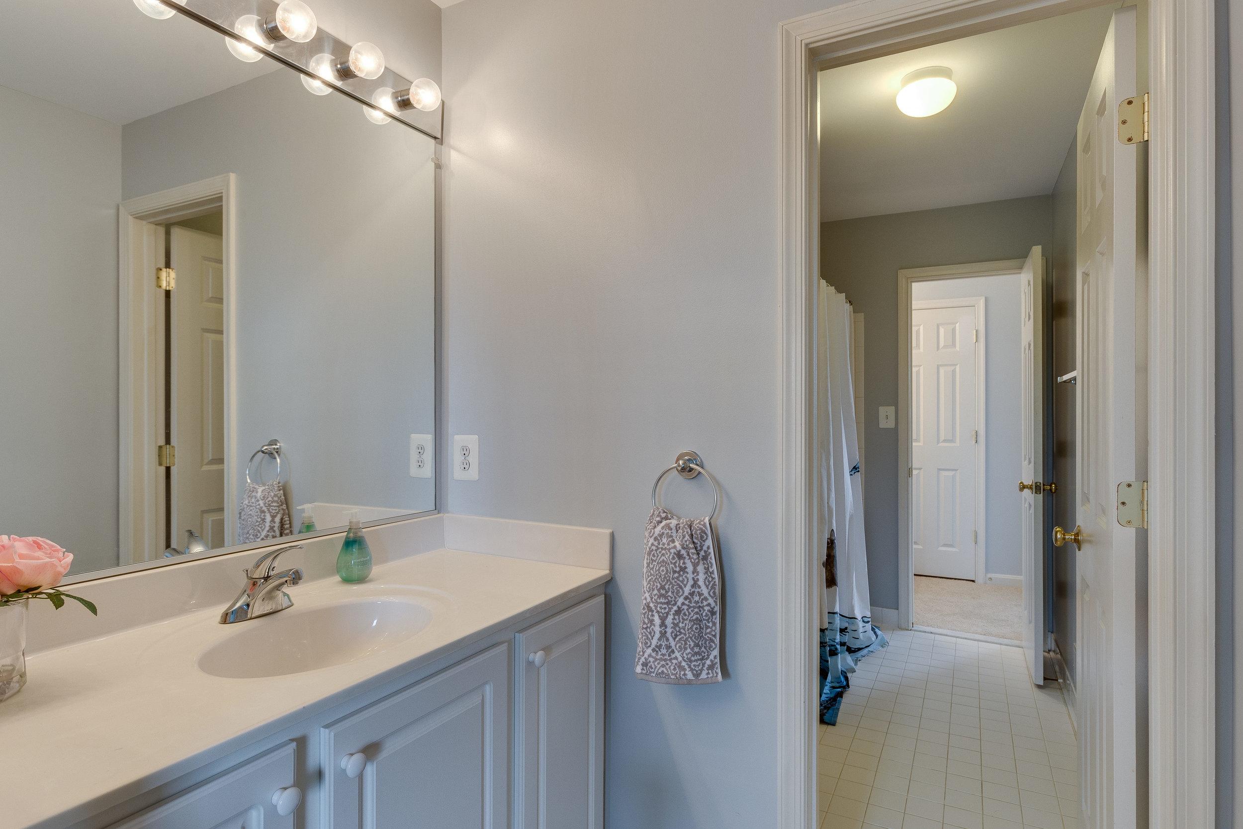 42840 Cedar Hedge St Chantilly-print-032-18-Bathroom-4200x2800-300dpi.jpg