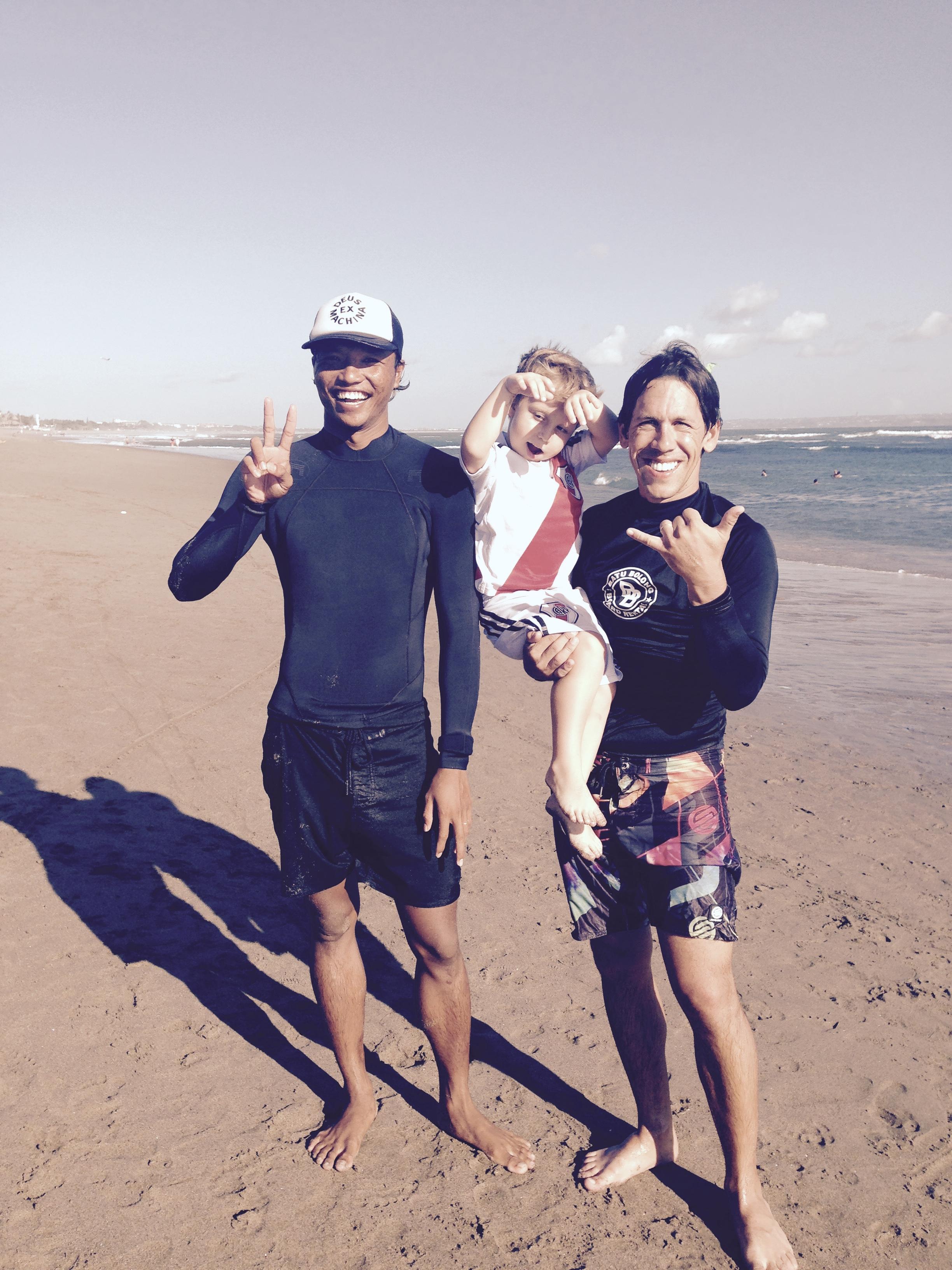 Con el mejor profesor de surf de Canggu.
