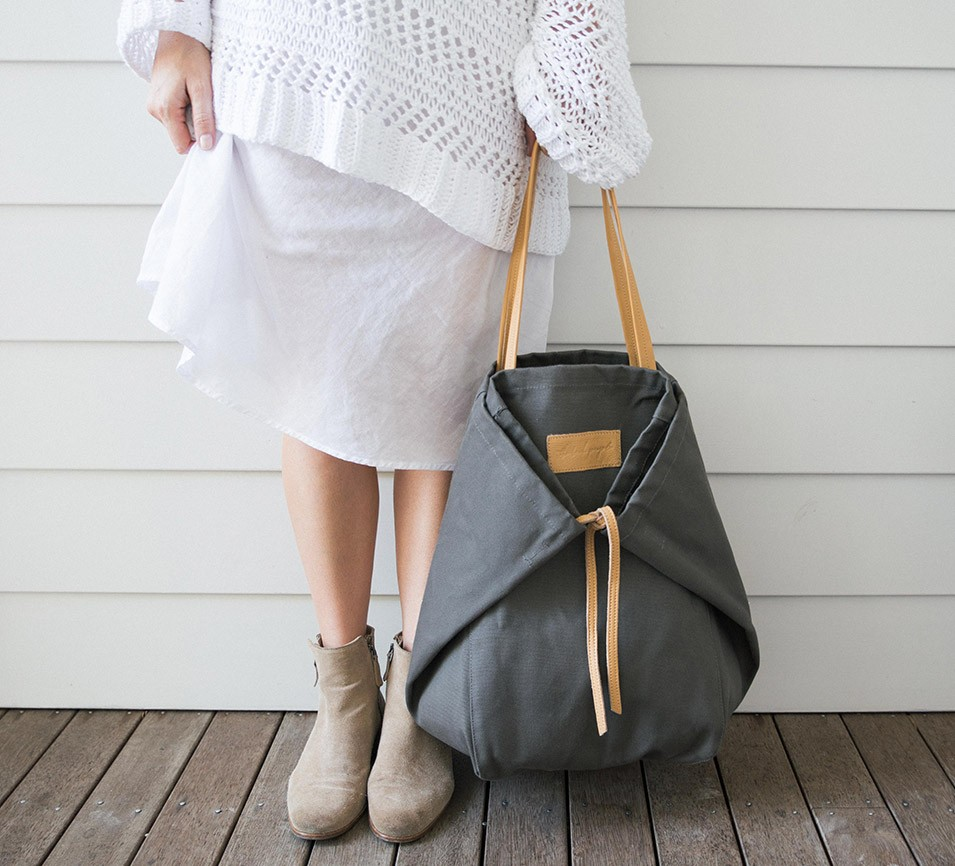 02-Adventure-Tote-Charcoal