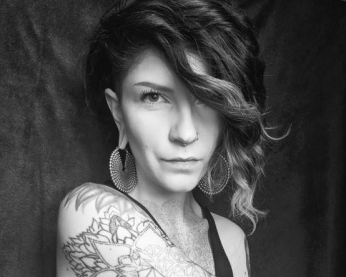 - Lizz RaffaBare foot tattooing makes lines crisper.Instagram: @tattoosbylizz