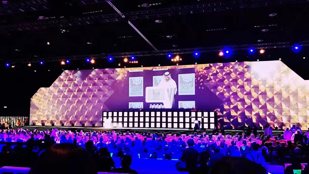 2012年第五届峰会出席会议的包括中国国务院总理温家宝、韩国总理金滉植出席。刚刚闭幕的2017阿布扎比峰会,联合国秘书长潘基文、法国外交部部长、阿联酋总理、迪拜酋长、墨西哥总统、万科集团董事长王石和比亚迪董事长王传福、国际巨星Akon等人出席。参与峰会的中方青年代表不仅获得奖品、也在与国际重要人物面对面交谈中拿到实习offer。