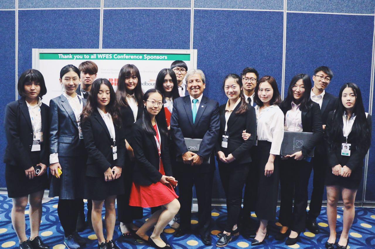 2017年,部分成员在世界未来能源峰会会议现场