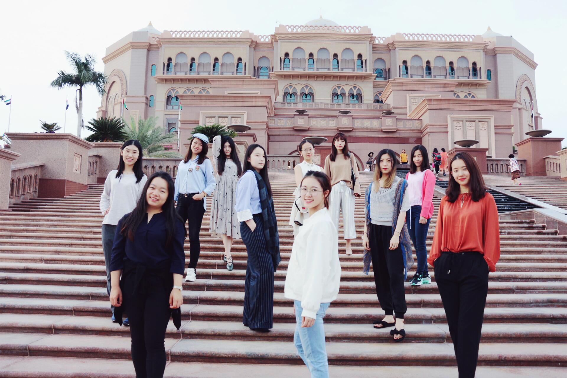 2017年 峰会结束后,部分成员结伴参观阿布扎比八星级皇宫酒店