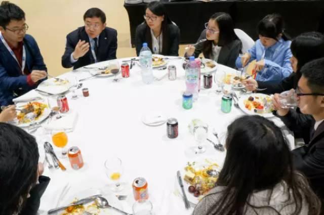 中国青年代表团成员与 比亚迪集团赵总 共进午餐,赵总分享职业规划经验