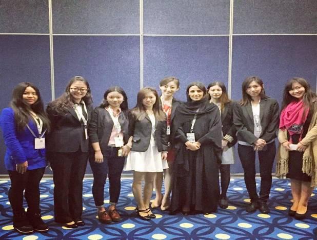 阿布扎比能源部长RAZAN女士与中国青年代表团交谈与合影