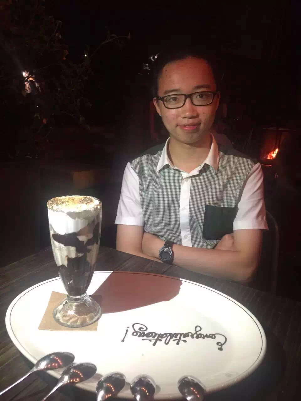 我叫郭子凌,大二数学系的美东留学生一枚。我这人吧有两个爱好,吃和摄影 现在是校报摄影师的一员。#  🌟已验证,非照骗