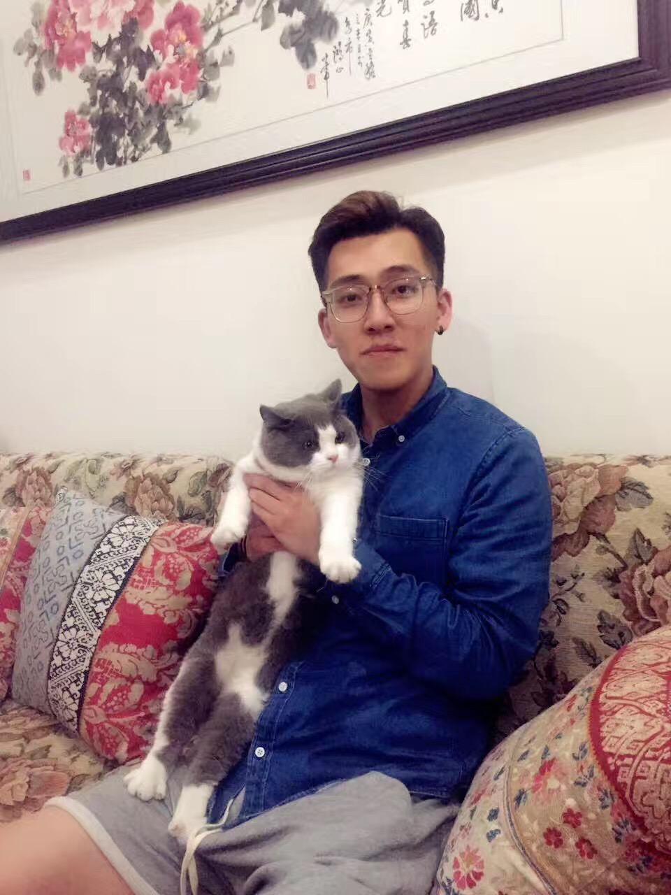 我叫龙敬宇,之前在美国读书,现在已经回到上海。身边的朋友都说我是个比较幽默的大男孩,总能给大家带来快乐。希望在这里可以交到好朋友。  🌟已验证,视频里本人更帅