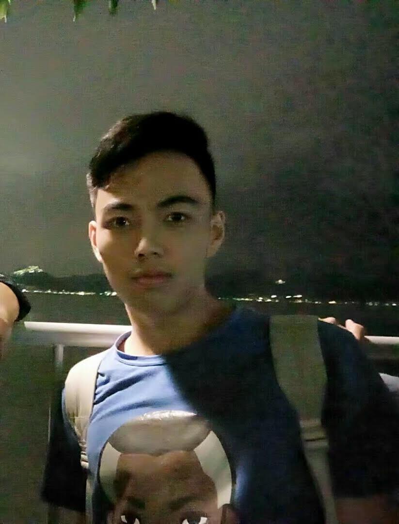 我叫周方琰,坐标南京石头城,就读于南京航空航天大学,不开飞机,不修飞机 ,主读机械。热爱旅游,健身和美食。