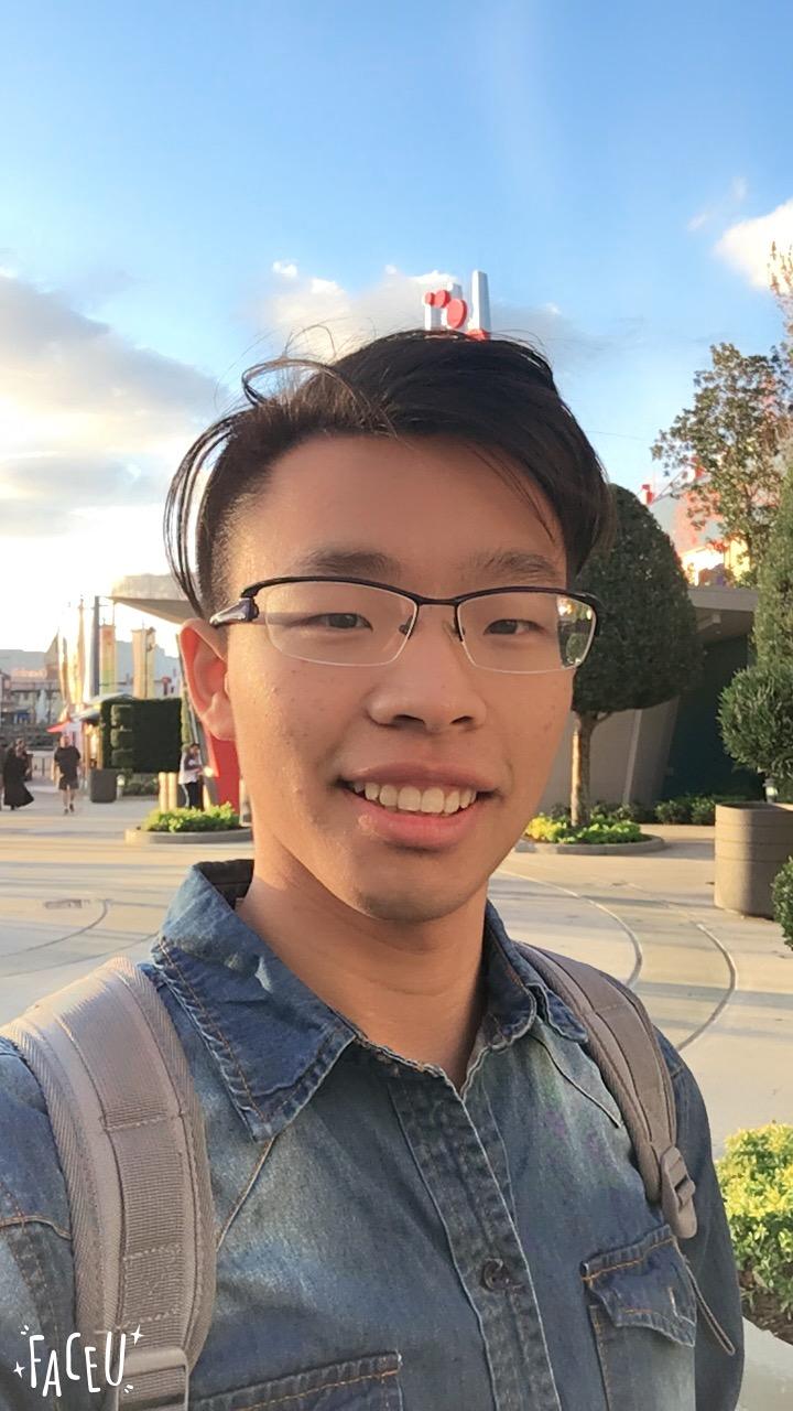 陈祈峰 Keafe Chen   我十五岁一个人去新加坡参加sat考试。十六岁一个人去美国参加UCSD夏校并且在心理学以及统计学上拿到了A。我十七岁一个人去美国正式上大学。目前GPA 4.0,所以我认为我的英文还不错,可以流畅地与外国人交流。