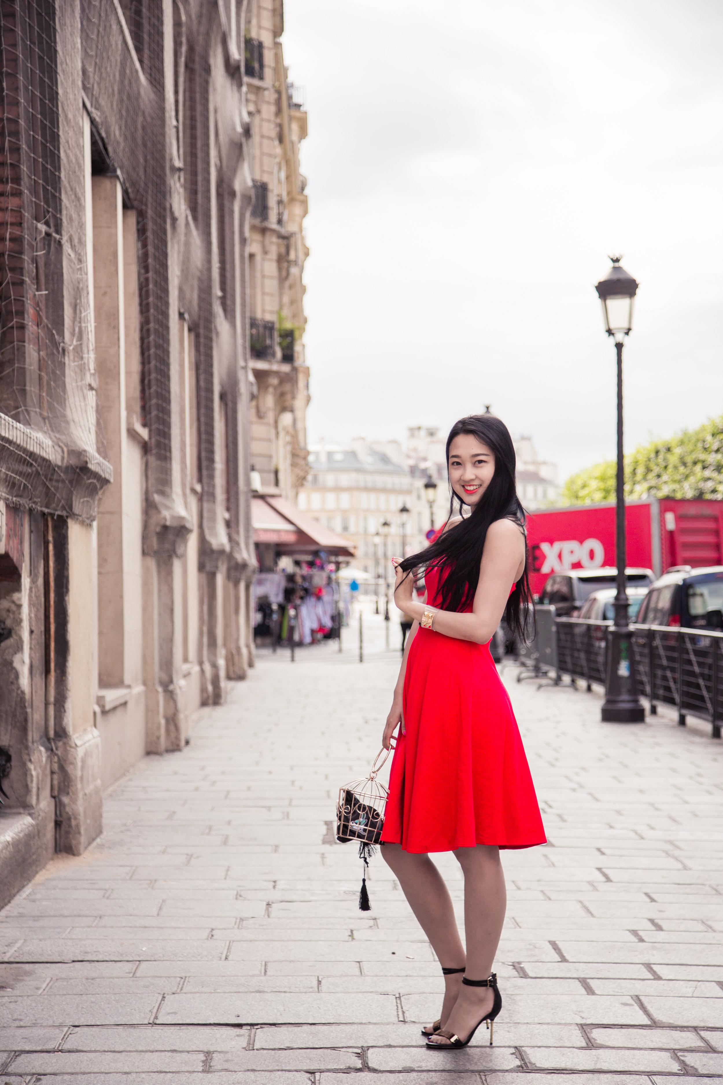 韩芳宇 Hannah   从小就很喜欢主持,并且在北京电视台七色光栏目当小记者,中央电视台少儿频道新闻袋袋裤栏目当主持人。在LSE上学时主持了伦敦国际华语电影节的红毯部分,近距离接触并采访了杨幂,张家辉,尚雯婕,邓家佳等明星。除此之外我还是伦敦政经时装秀的唯一亚洲模特。开朗活泼的我喜欢交朋友,去旅游以及体验生活。期待能通过逆旅这个平台认识志同道合的朋友们,一起去异国开启探索心灵的旅程!