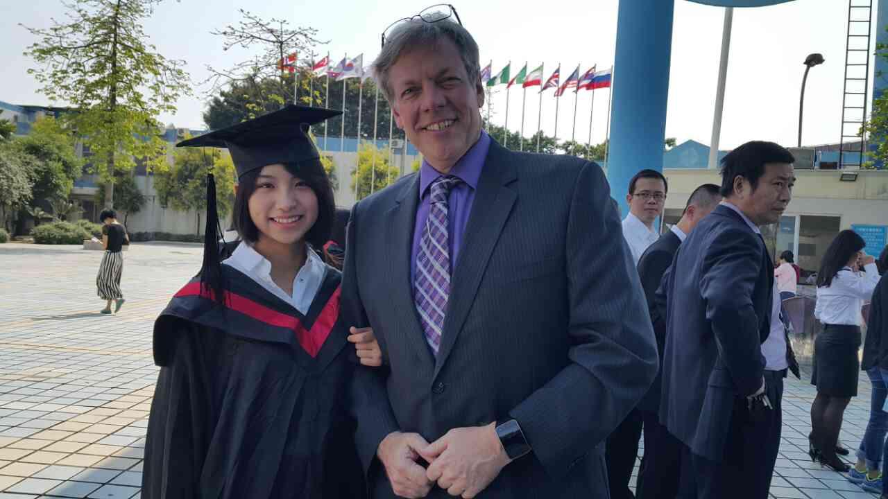 Tianjia Zhang   大学一年级生化系,日常学习以外混迹于各种字幕组和咨询圈的工作,喜欢烘培烹饪徒步旅游打网球和健身。在学校社团工作时掌握了各种视频剪辑和ps的技能。偏话痨,喜欢各种政治新闻资讯。