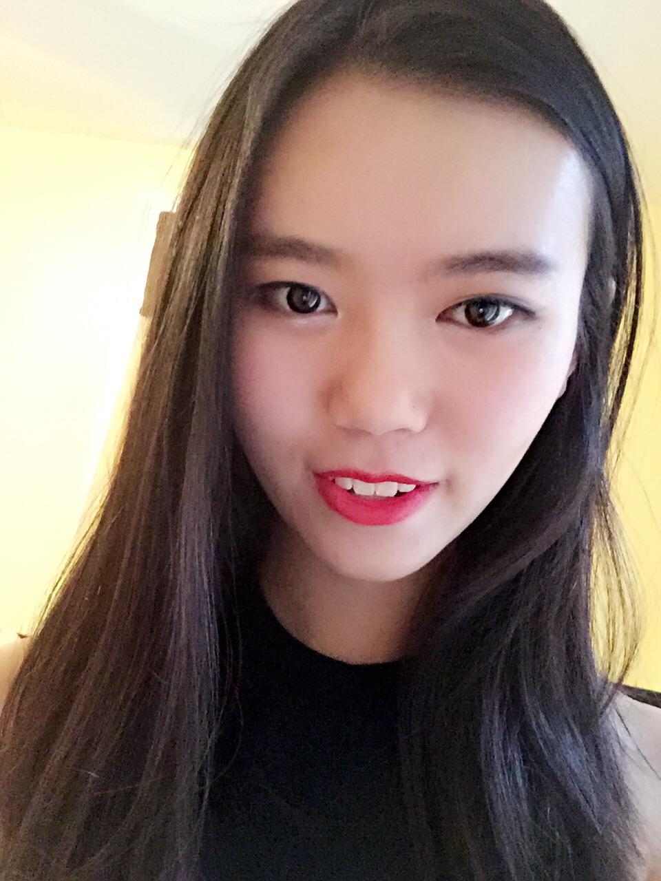 唐嘉岑   我是一个热爱学习,喜欢新鲜事物的人。在至今已两年的美国高中生活中,努力学习,保持着全A的好成绩。同时也一直保持作为一个中国人的自豪感,主动传播文化,教身边的朋友讲中文。