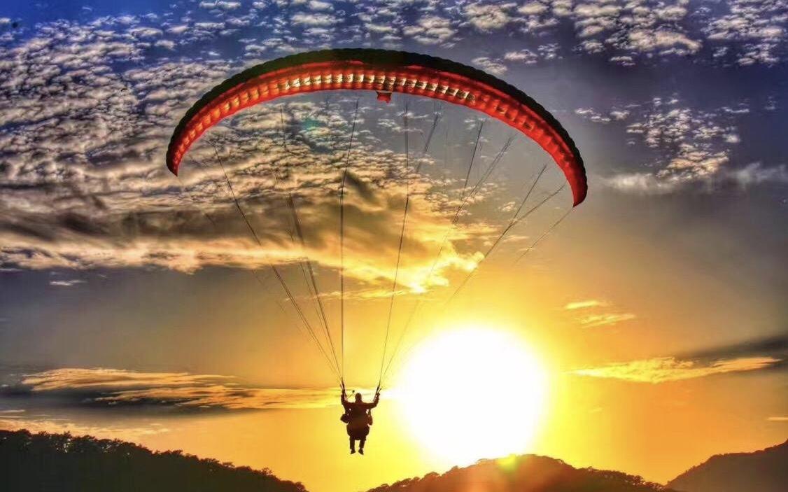 滑翔伞的美景
