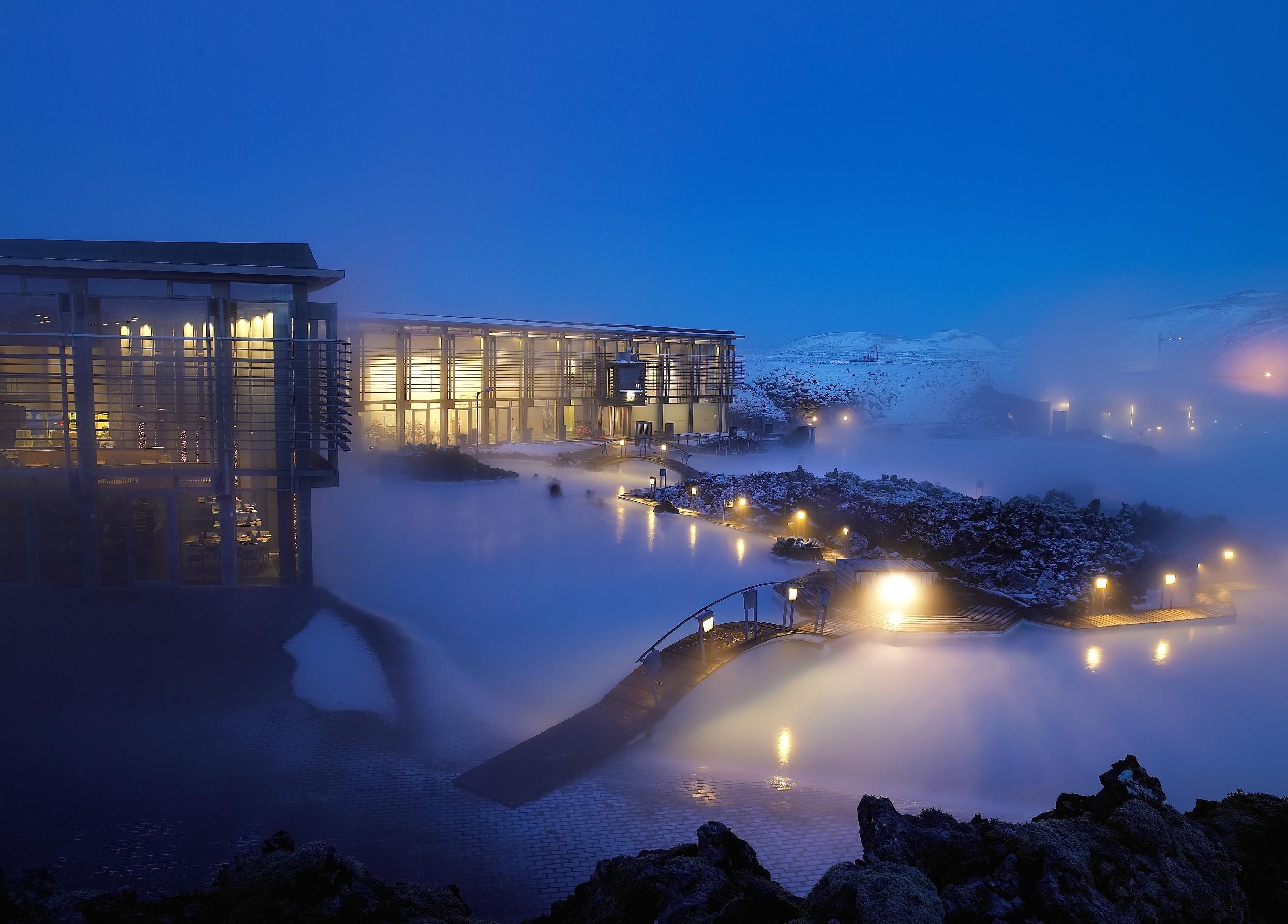息烽温泉是全国著名八大温泉之一,地处黔中,位于息烽城东北40公里的天台山脚下,海拔高度700米,四面环山。