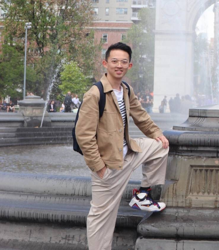 上海  目前就读于美国纽约大学准大三学生。射手座,偏外向,喜欢自由,平时喜欢跑步,游泳,摄影,看电影,特别热爱旅行。梦想是趁着年轻多做自己热爱的事情,而不拘束于一条道路。  喜欢的类型:认真生活的萌妹,文艺风,和我一样热爱旅行,不喜欢蹦迪。长相可爱,性格讨喜