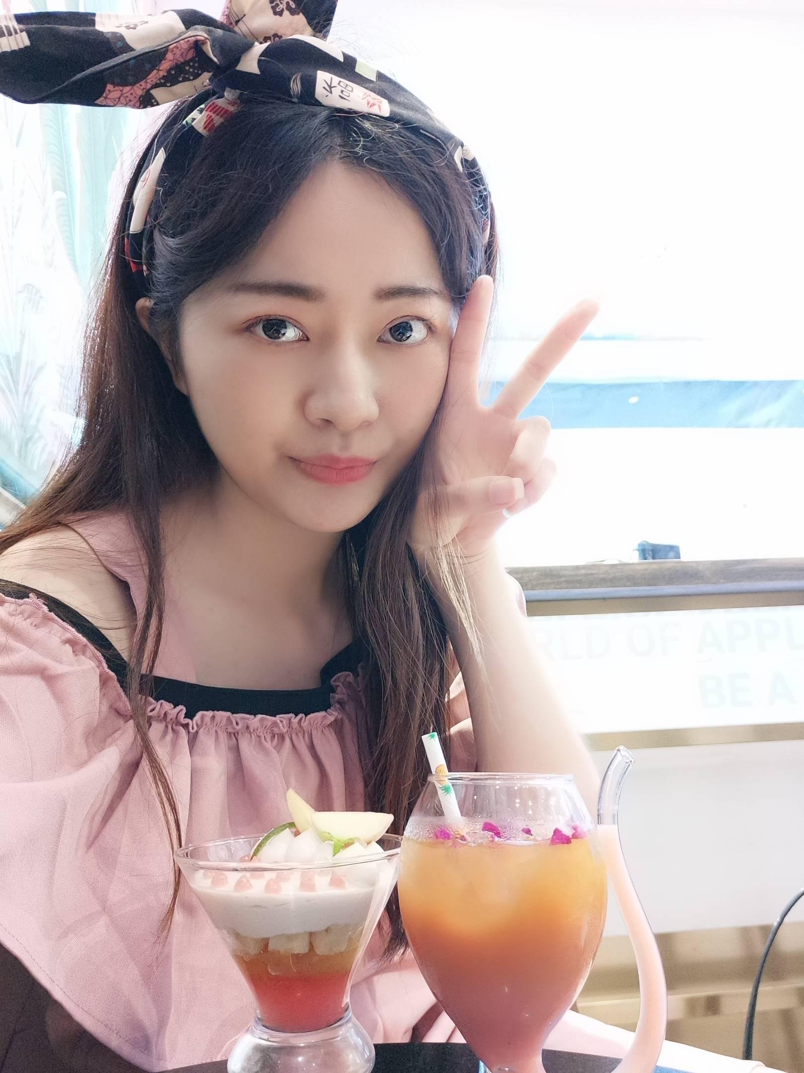 上海  比较内向,喜欢吃吃喝喝刷刷展旅行  喜欢的类型:帅气斯文,喜欢吃吃拍拍照的暖男