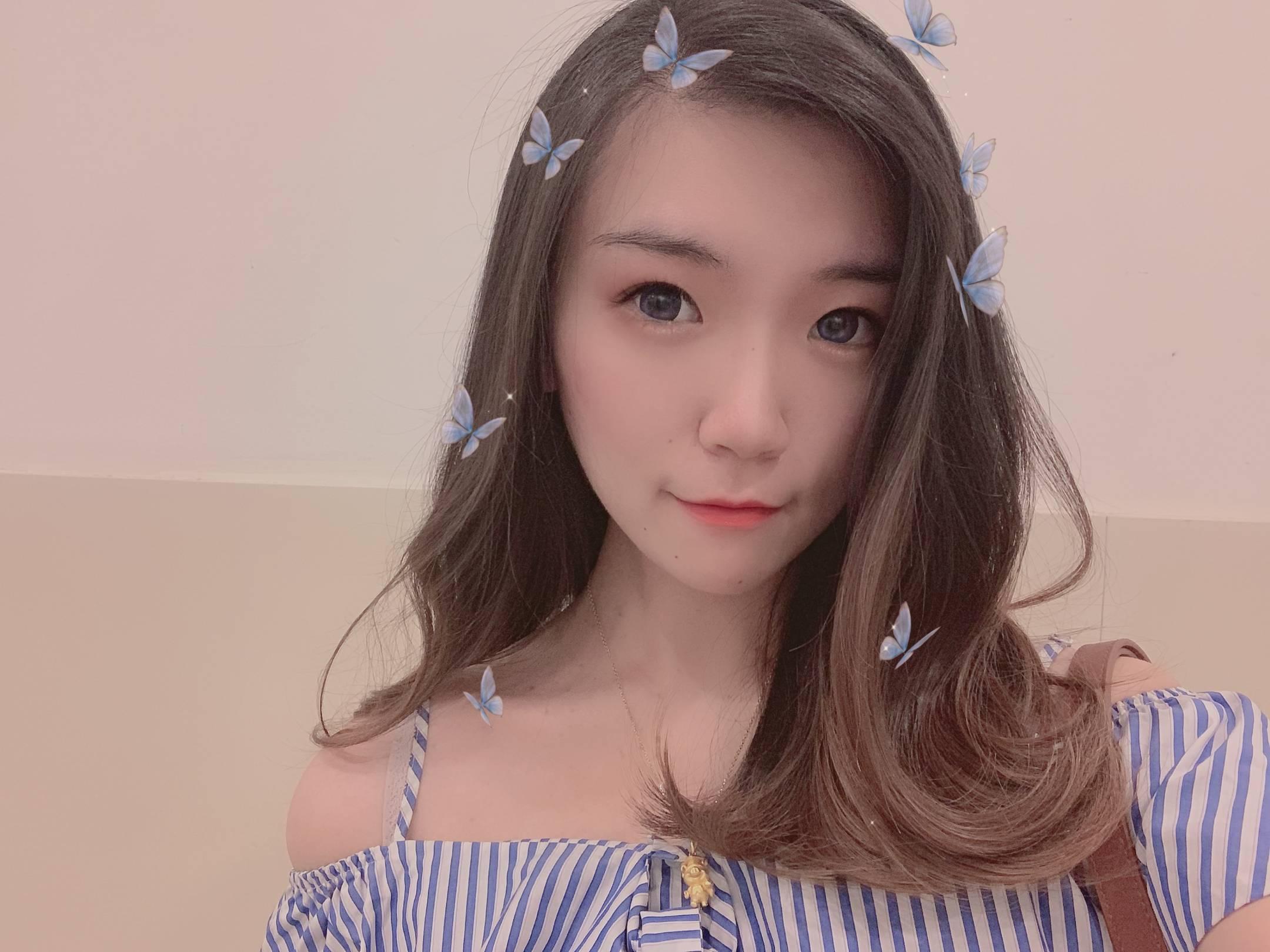 上海  天蝎座,目前在一家外企广告公司做HR,性格活泼开朗,平时喜欢逛街看电影,看展玩密室,也喜欢窝在家看剧看综艺,热爱唱歌,喜欢旅游,认识新的朋友~  喜欢的类型:净身高至少180,阳光帅气,上海人