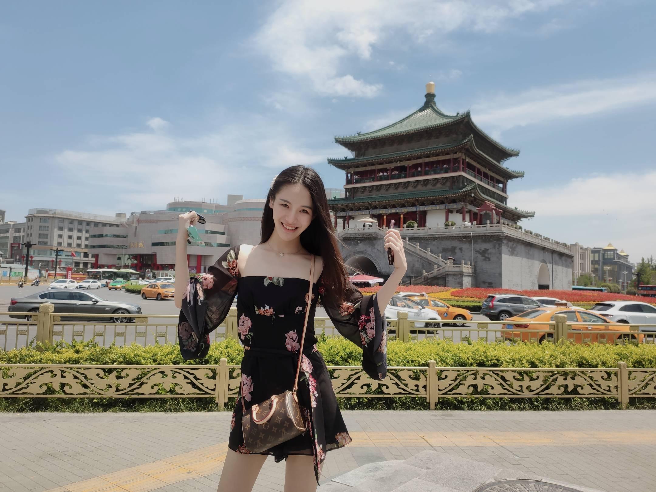 上海  毕业于复旦 内向 不喜欢参加社交活动的不喜欢去人多的地方 喜欢跑步喜欢猫喜欢睡觉喜欢看书和旅游  喜欢的类型:喜欢猫 喜欢跑步 游泳 喜欢温柔有礼貌的男生