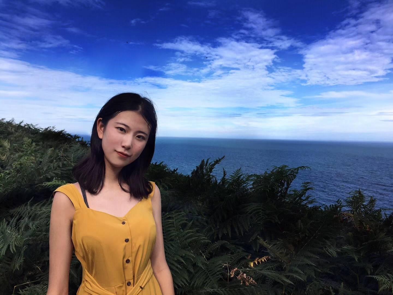 北京  刚刚年满19岁的狮子座女大学生一枚。是土嗨与文艺共生的矛盾共生体,喜欢不催眠的话剧 有节奏感的音乐 故事性强的小说和电影。热爱旅行,近期梦想是去北极调戏企鹅。就读于某语言类大学的国际关系学院,西语自学中,未来希望向新媒体方向发展。  喜欢的类型:热爱生活,喜欢看电影 听音乐 看书,沉稳而不沉闷 幽默而不自矜