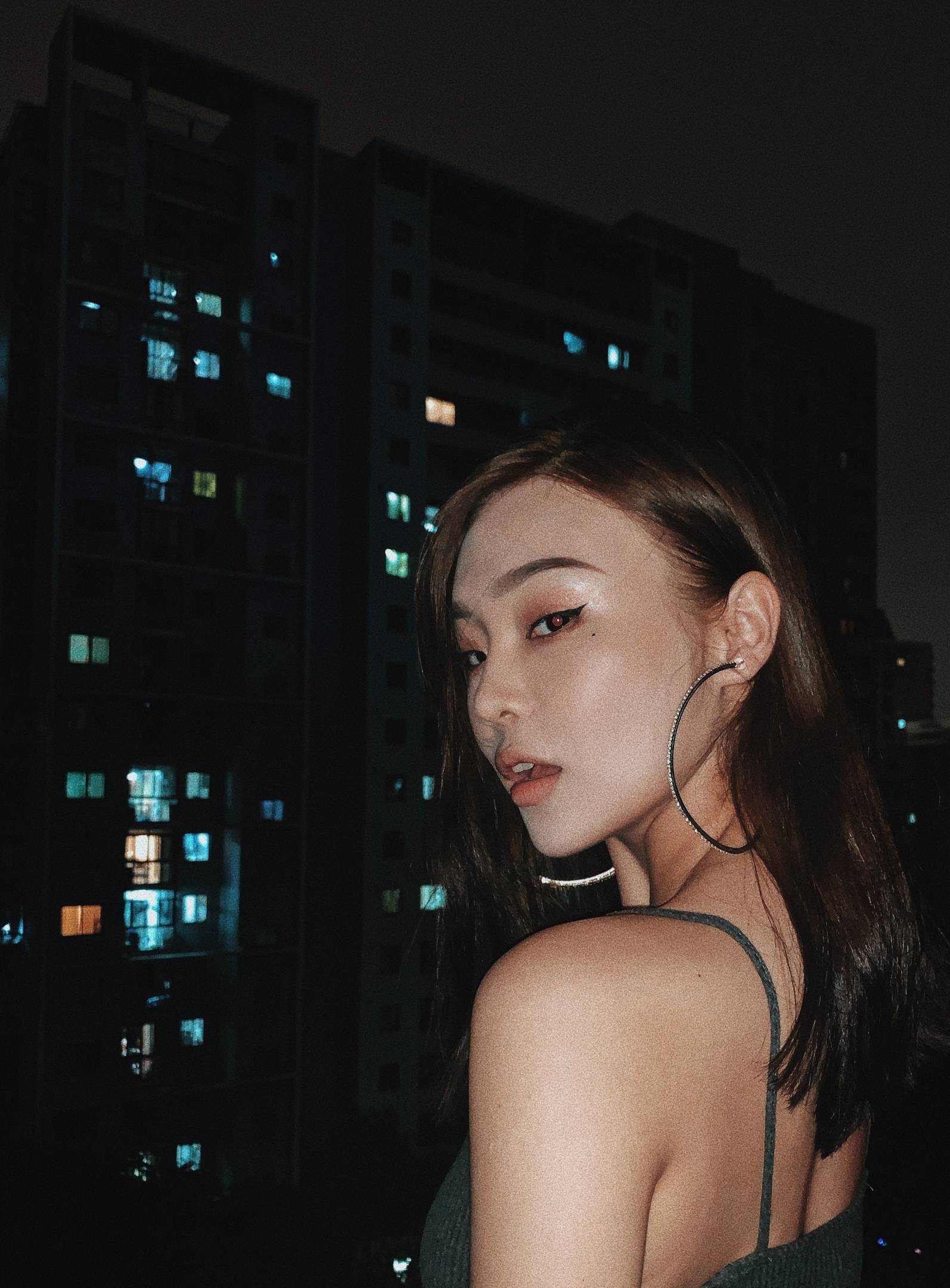上海  现在在意大利服装设计学院做手绘老师 平时工作会做marketing branding的工作 也在自己创业做服装品牌和美妆博主  喜欢的类型:懂事有礼貌 帅 有涵养