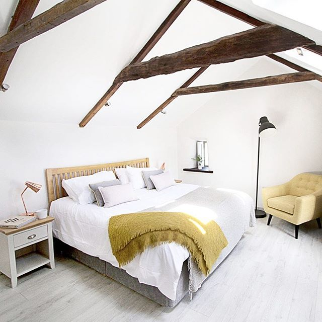 Awake feeling well rested after a peaceful sleep at Barnwell, the bedrooms are a medley of bright whites and colour pops for an unruffled slumber and a smooth start to the day. . . . #luxurytravel #dreambedroom #cornwall #interiordesign #bed #whiteinterior #sleep #highbeams #cottage #modernrustic #countrylife #barnwellcottage #visitcornwall #weekendvibes #saturdaymornings
