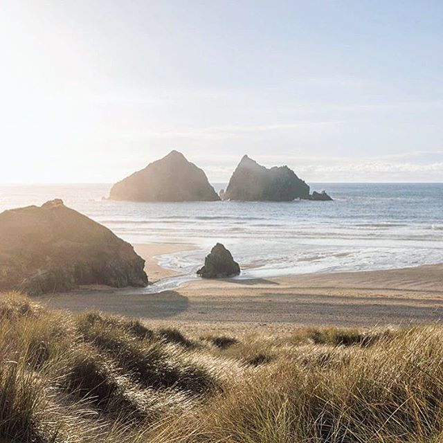 It's going to be another cracking sunset over our beautiful local beach - the perfect end to the day!  #holywellbeach #lovecornwall  Captured beautifully by @kris.field