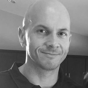 Mike Pfeiffer - Mike Pfeiffer er grunnlegger av CloudSkills.io, teknologirådgiver, forfatter og mentor for utviklere på vei inn og opp i skybaserte teknologier. Han har tidligere arbeidet for både Amazon og Microsoft og er en stolt Microsoft Azure MVP.Mike er bidragsyter for flere online publikasjoner inkludert Medium og TechTarget.Hver uke deler han tekniske tips og karriereråd for folk som jobber i tech-industrien gjennom Pluralsight, hans egen podcast, og nyhetsbrev.