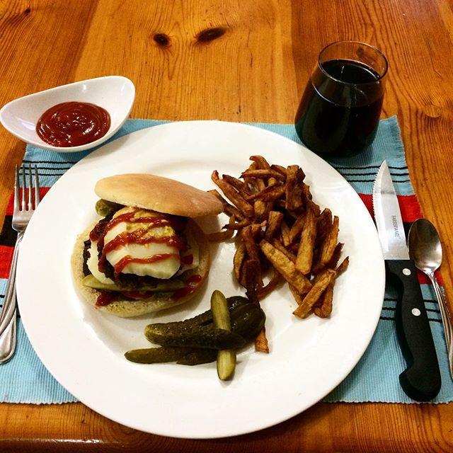 Yummy home made burger #homemadebread #homefiredburger #xanadugroundbeef