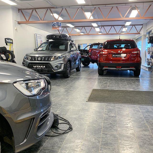 Visste du at bilsalget også er åpent på lørdager fra 10:00 - 14:00? :) #suzuki #suzukivitara #suzukiscross #audia3etron #isuzudmax #kyrksæterøra #hemne #bilsalg #blakstadauto