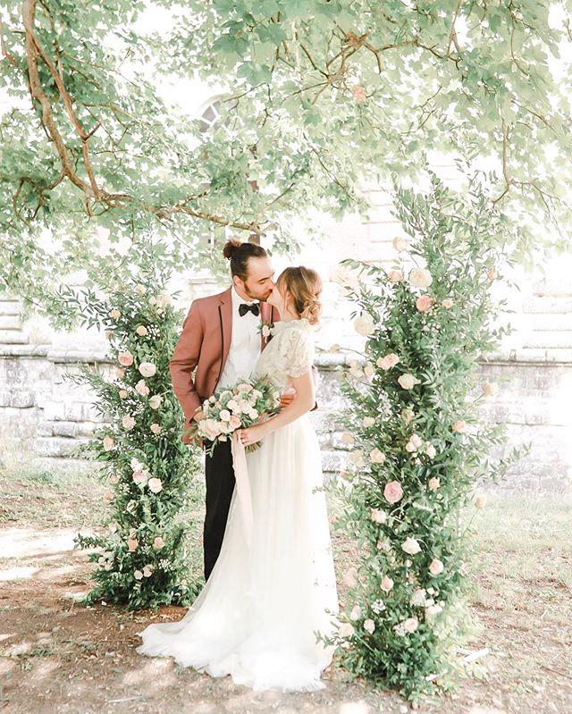 French Château wedding, anyone? 🙋🏼♀️ . . . Planning & Photography | @jesspalatucci Assistant | @courtneysimpsonphotography Venue | @chateaudevallery Hair & Makeup | @makeupbyjoleen Florals | @lefancydeco Couple | @clarachardon & @b_mottais Shoes | @houseofelliotlaceboots Tux | @chazmatazz1 Dress | @jaclynjordanny . . . . #philadelphiaweddingphotographer #lakecomobride #lakecomoengagement #lakecomo #lakecomophotographer #destinationweddingphotographer #italyweddingphotographer #lakecomoweddingphotographer #parisweddingphotographer #chateaudevallery #parisbride #parisflorist #elopeinparis #chateauwedding #franceweddingphotographer #parisbrides