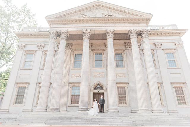 I love Philadelphia! So many sunning backdrops for your wedding portraits- these two belong in a magazine 🙌🏼 #philadelphiaweddingphotographer #phillybride #phillyinlove #philadelphiaweddings #phillybrideguide #philadelphiaweddingmagazine #weddingportraits #philadelphiamonument #canonweddingphotography