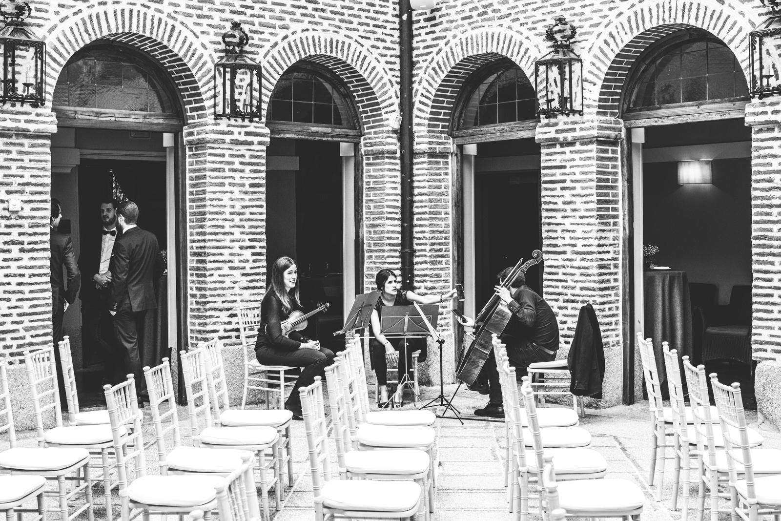 Músicos antes de la boda