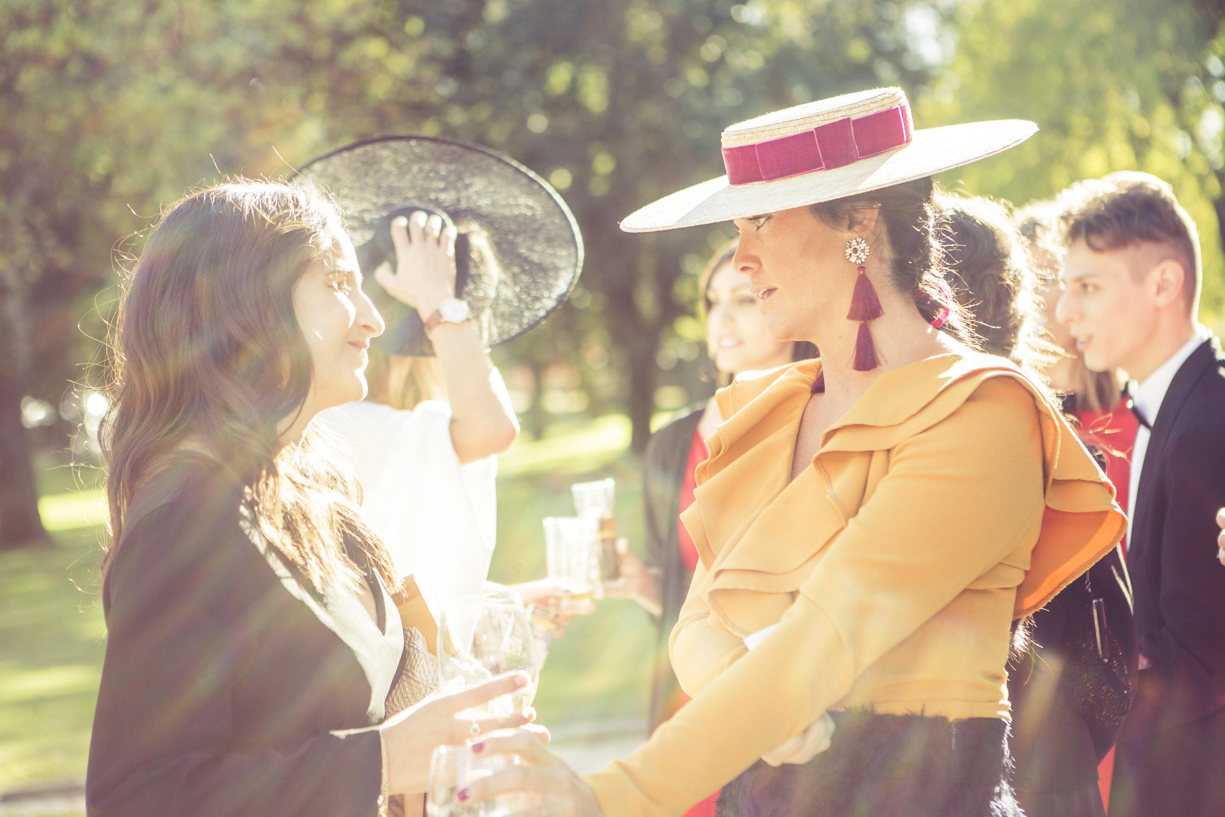 detalle de invitadas de boda