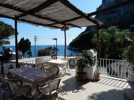 - 'La Piazzetta' Restaurantvia Marina Piccola 126 Capri