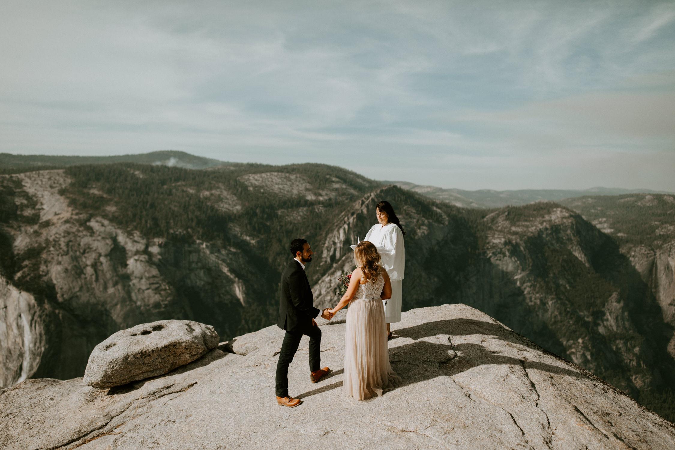 couple-elopement-yosemite-california_0015.jpg