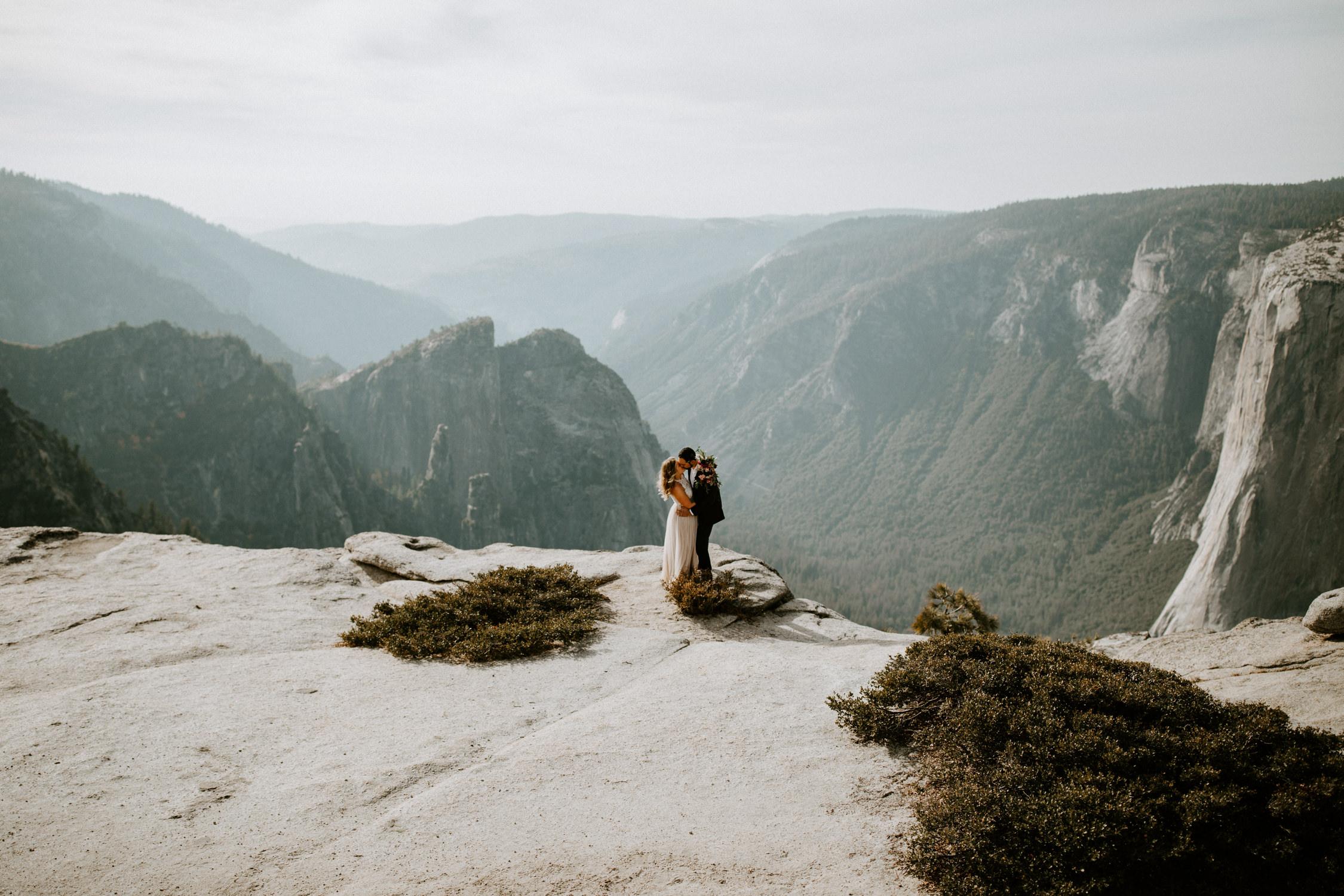 couple-elopement-yosemite-california_0023.jpg