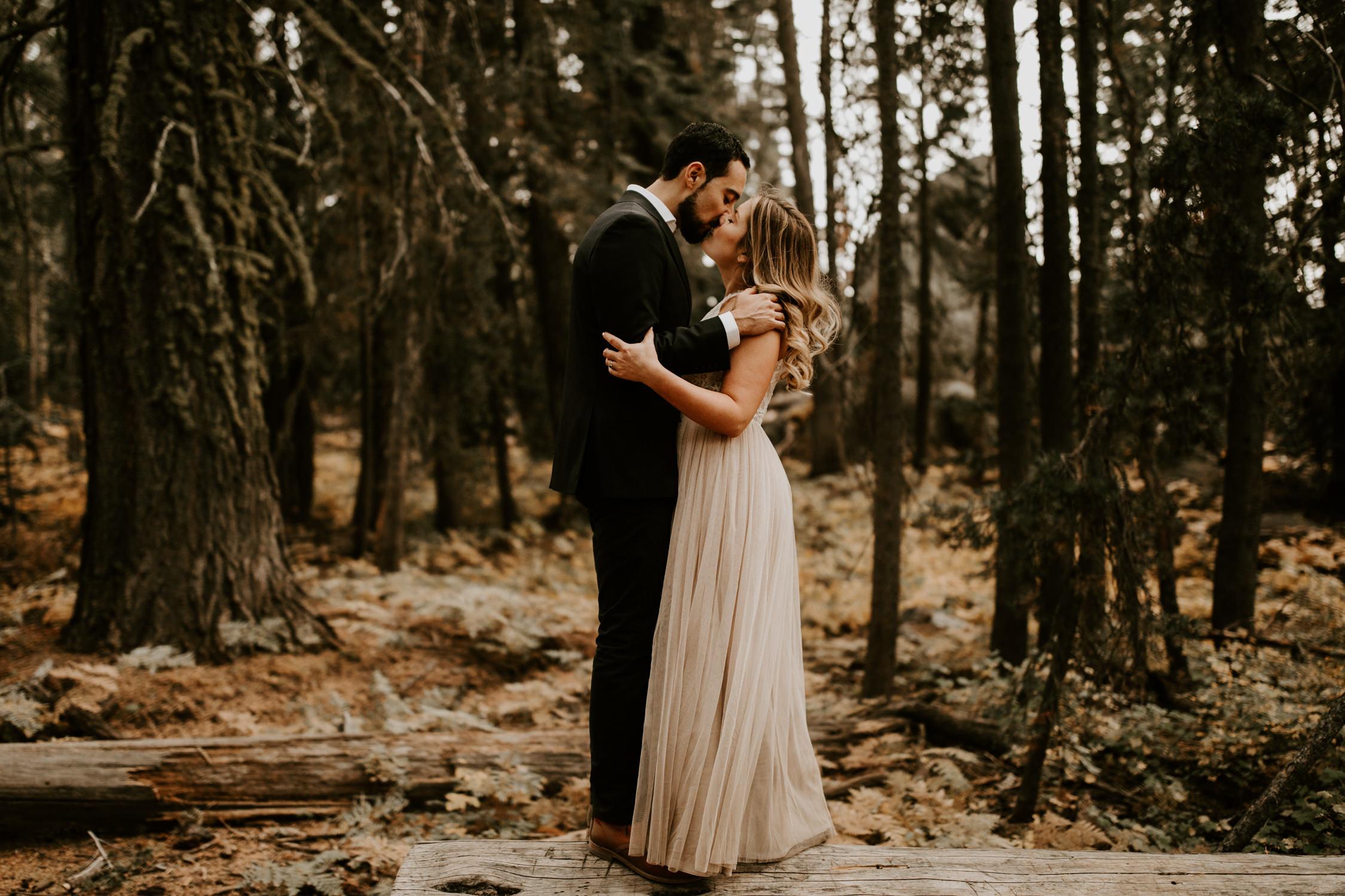 couple-elopement-yosemite-california_0057.jpg