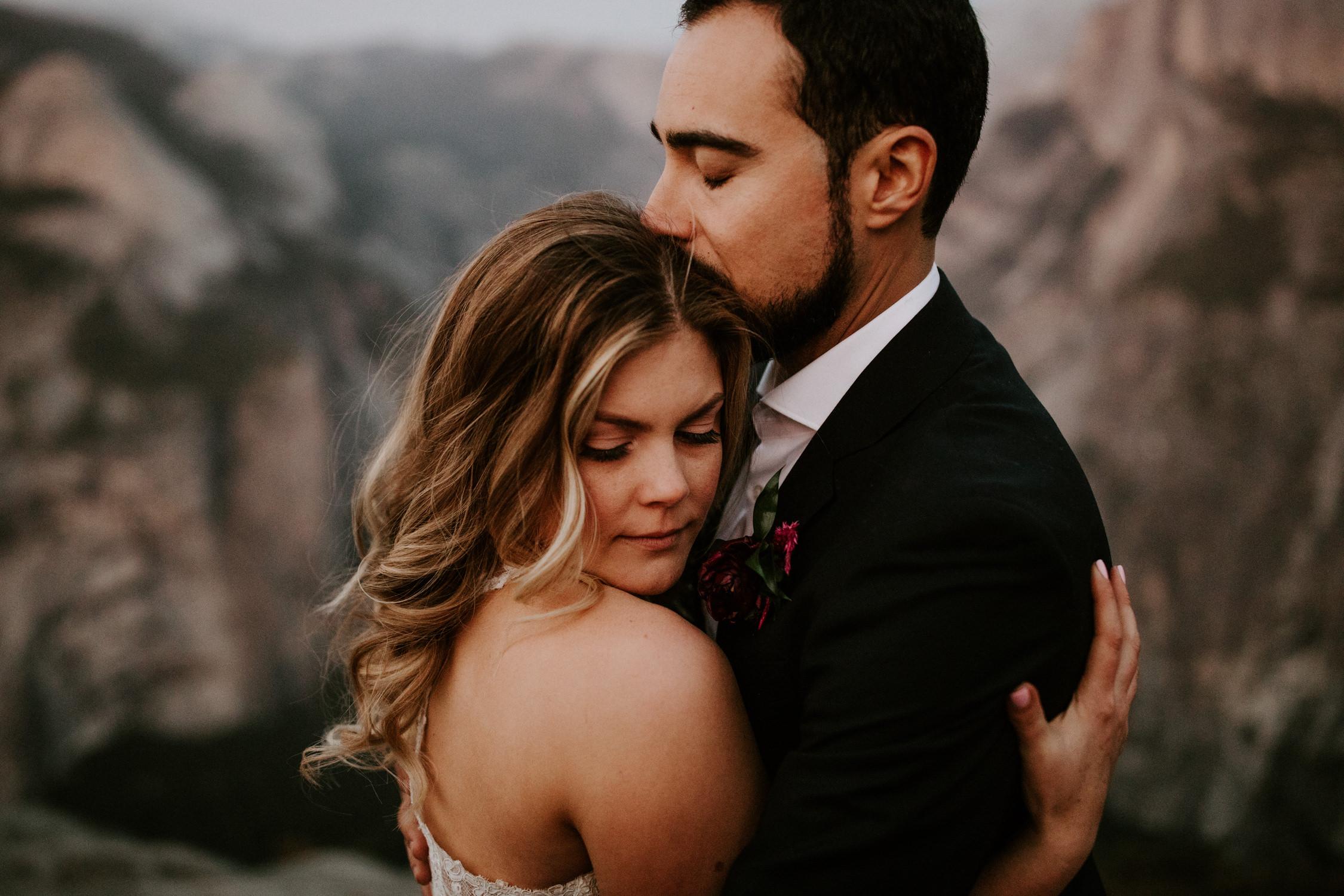 couple-elopement-yosemite-california_0102.jpg