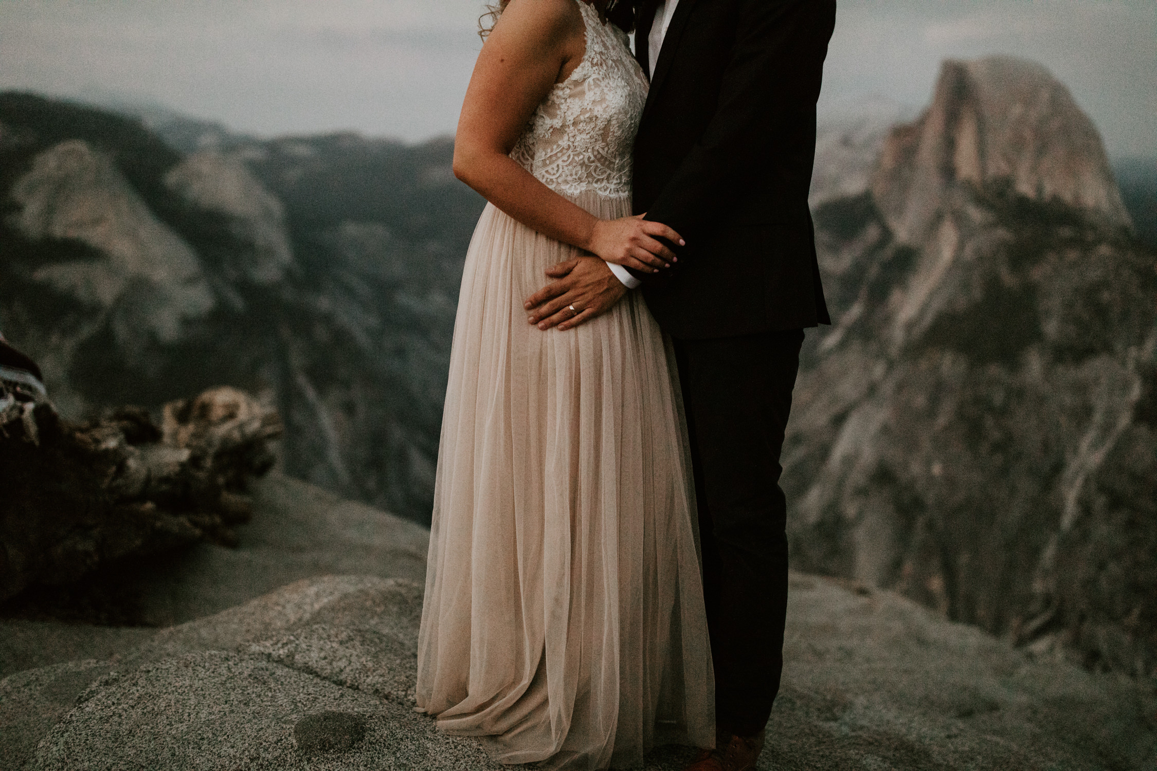 couple-elopement-yosemite-california_0112.jpg