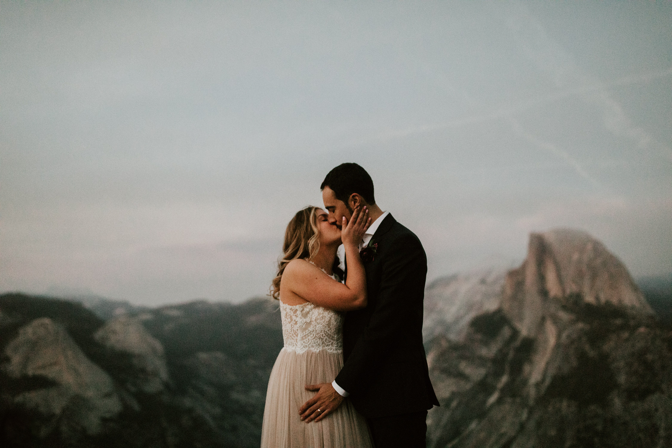couple-elopement-yosemite-california_0113.jpg