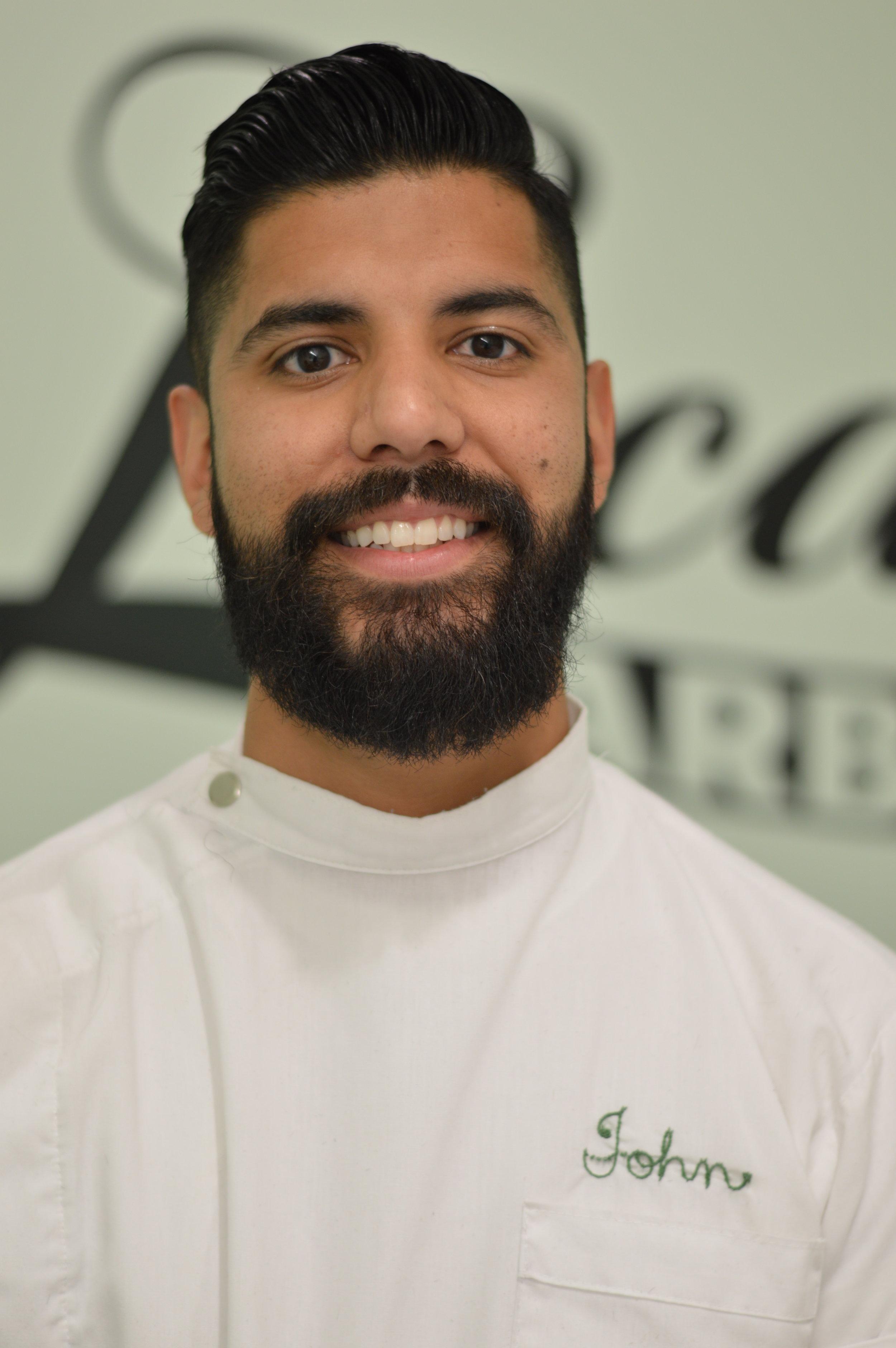 J ohnathon Razo    Barber/ Owner