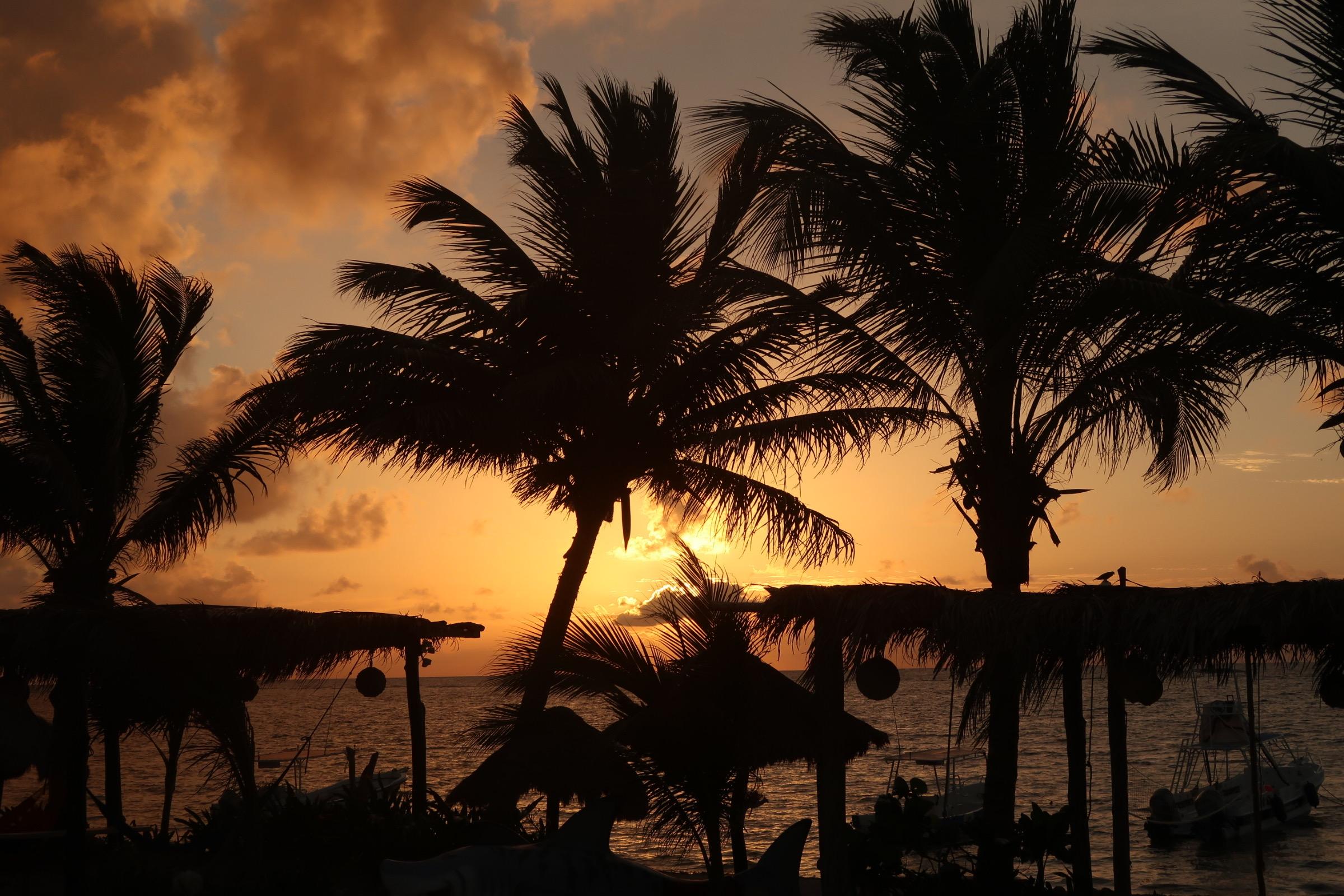 dive-dreamtime-mahahual-sunrise01